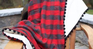 Buffalo Plaid Pom Pom Flannel Fleece Throw Blanket Red Gray Black Picnic Blanket