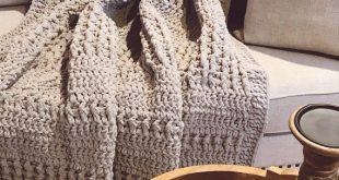 Chunky Throw Blanket, Cozy Large Crochet Blanket, Afghan, Pale Gray , Double Sided Post Stitch Patte