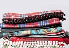 We love the idea of making your very own DIY Fleece Blankets for your home this ...